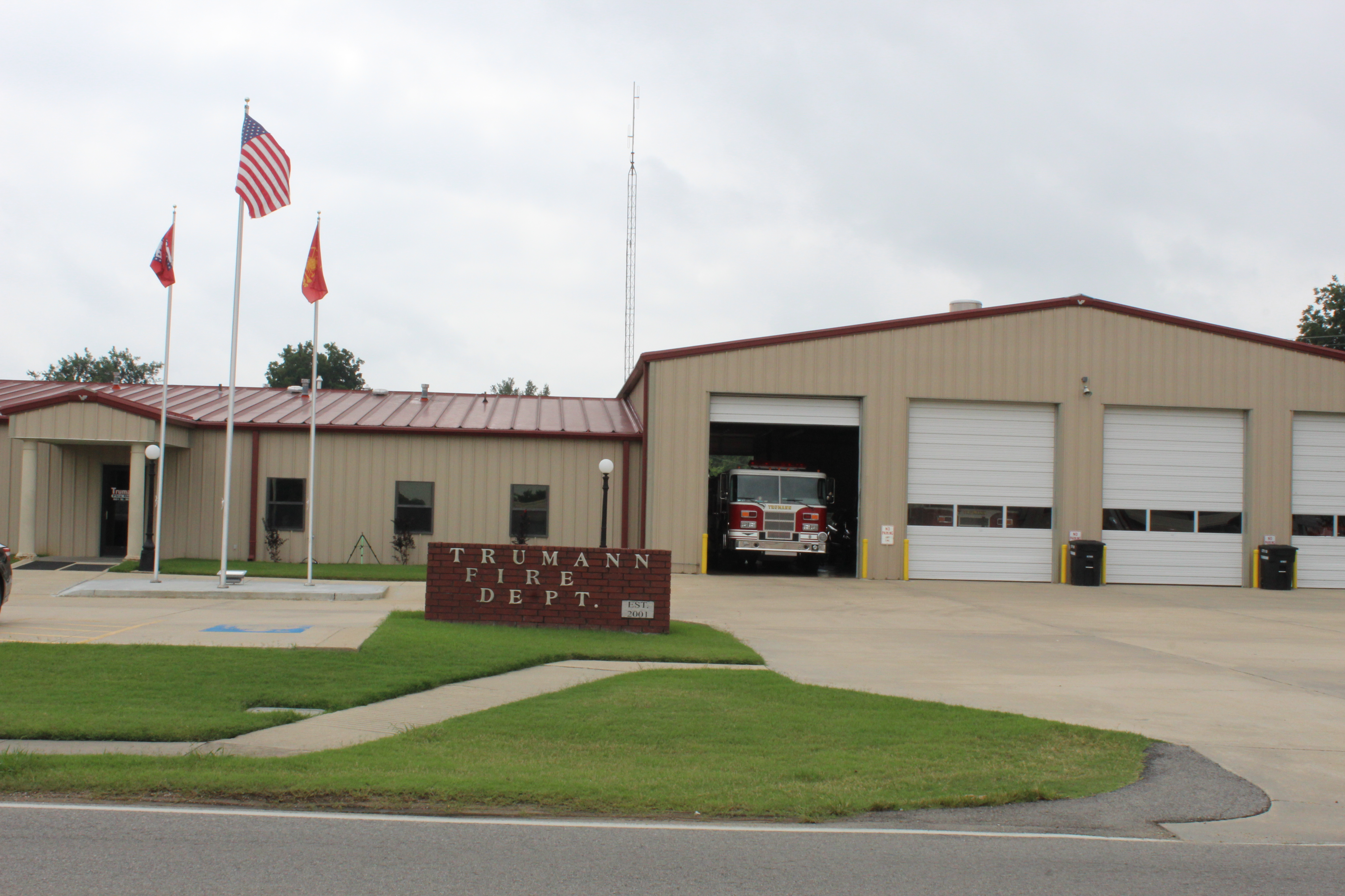 Picture of the front of the Trumann Fire Department on Main Street